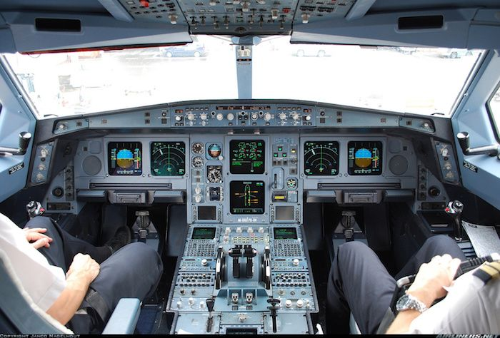 787 airbus cockpit with 2 pilots in command