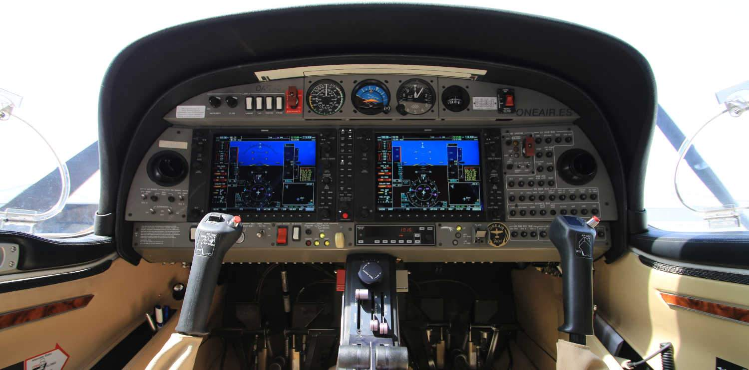 inside view of a one airs diamond da20 aircraft