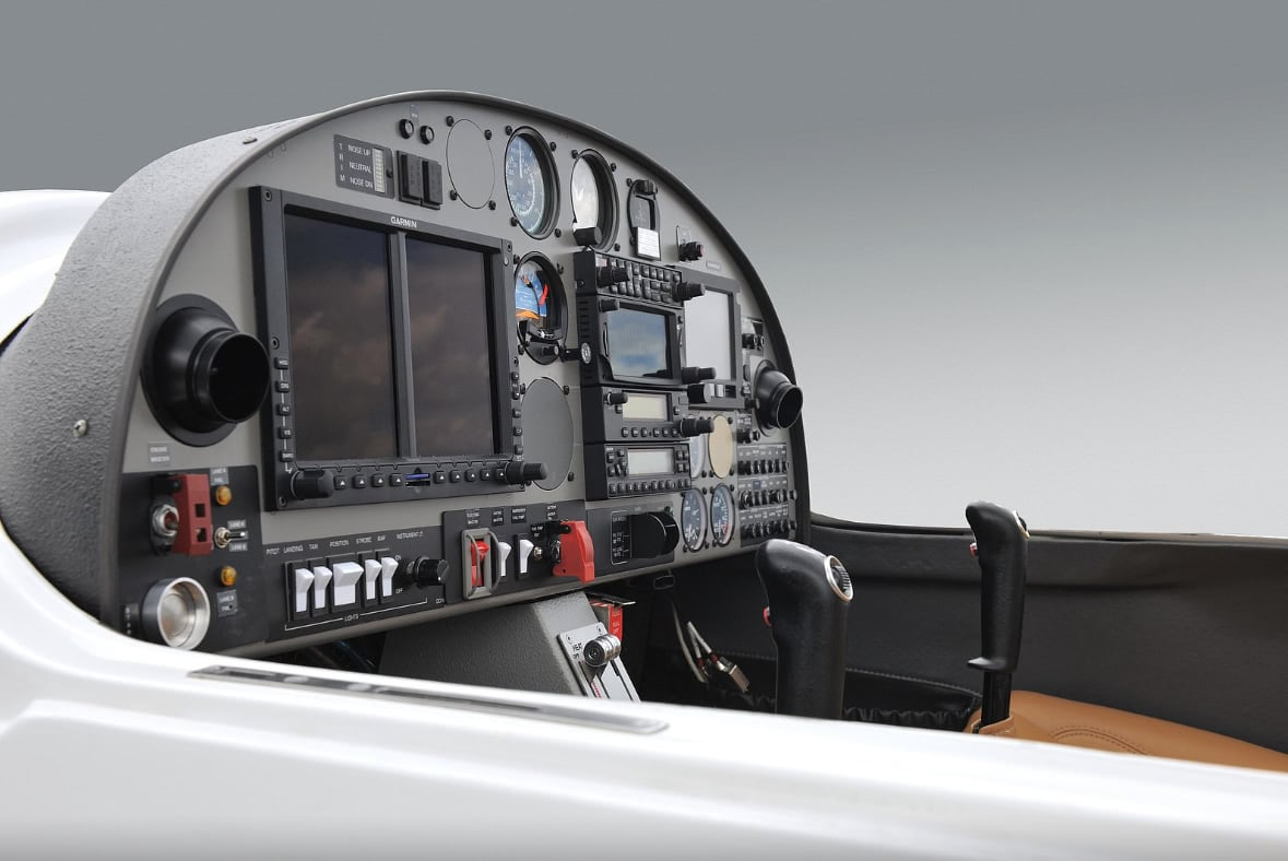 detail of a one air da20 cockpit with garmin g500